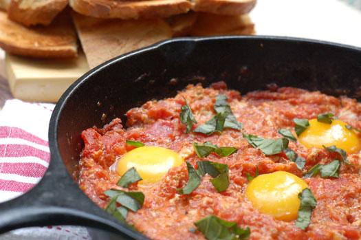 Eggs with Tomato on Toast