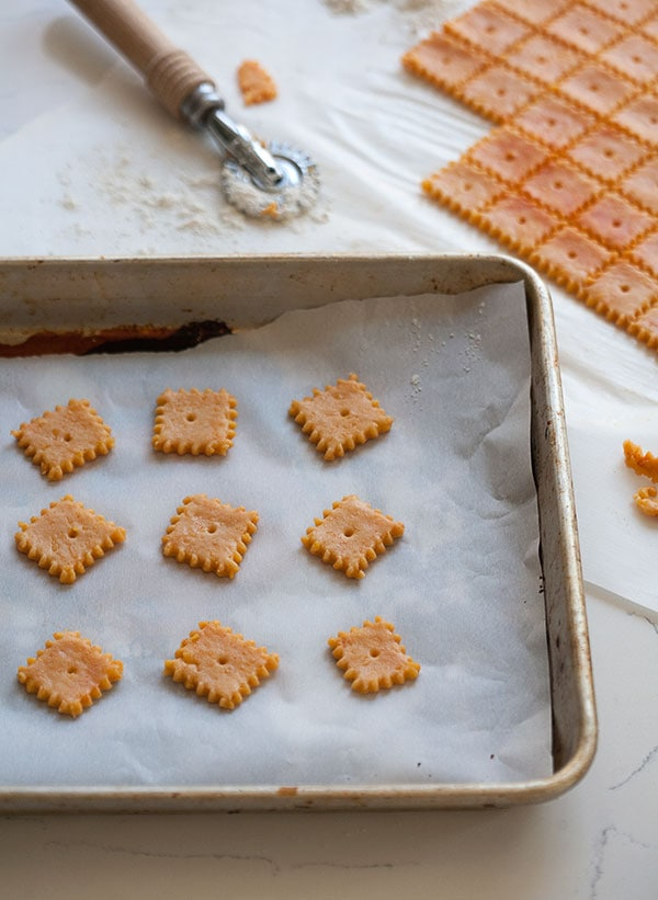 Paprika Cheddar Cheez-Its | www.acozykitchen.com