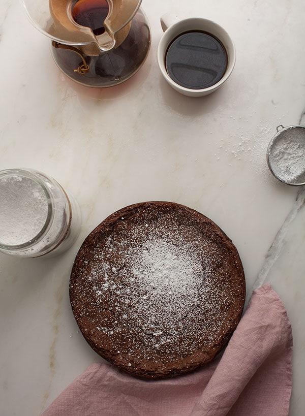 Crackily Cardamom Meringue Cake