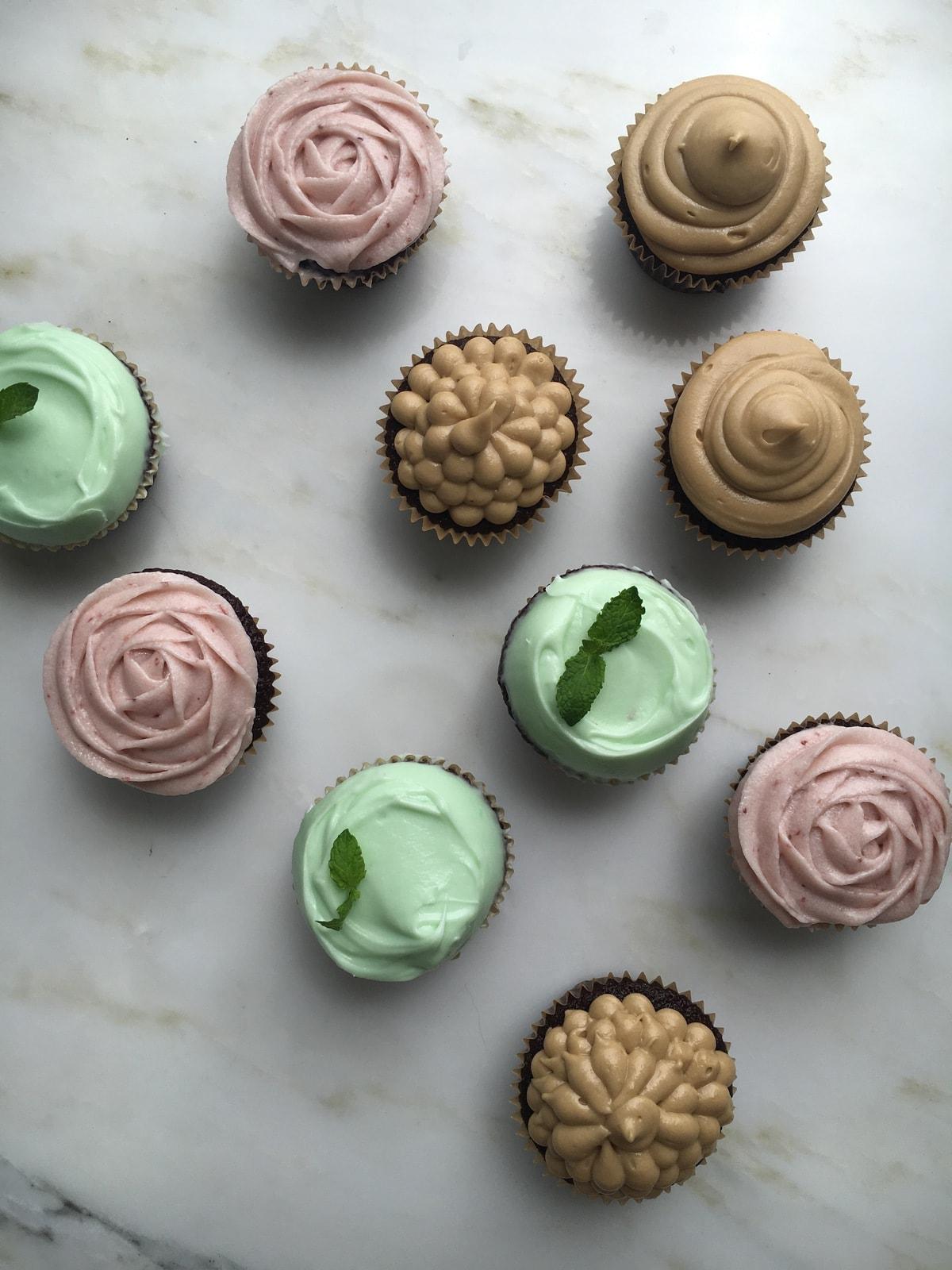 A Cozy Coloring Cookbook: Cupcakes