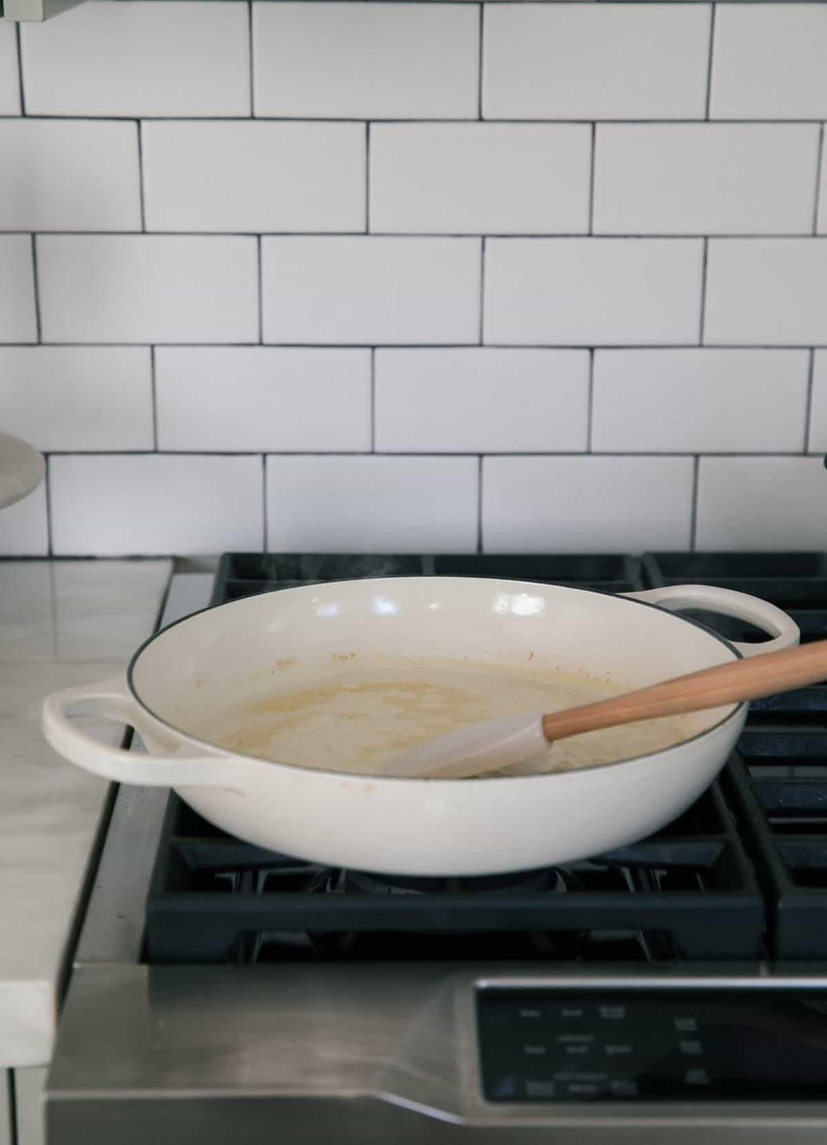 Cream sauce cooking